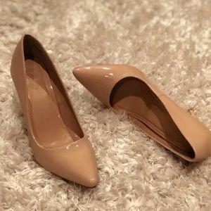 Nude chic heels!